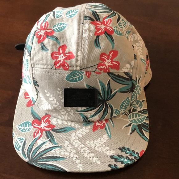 8d99f39e059a4b Vans Off The Wall Hawaii print baseball cap. M_5c97fd11035cf1cd86d353c9